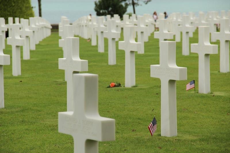 american_cemetery_crosses