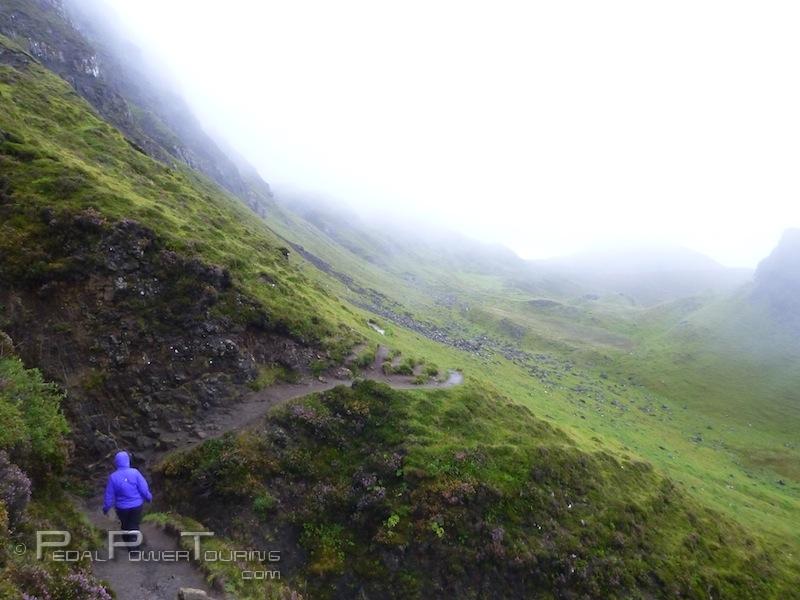 hiking_quirain