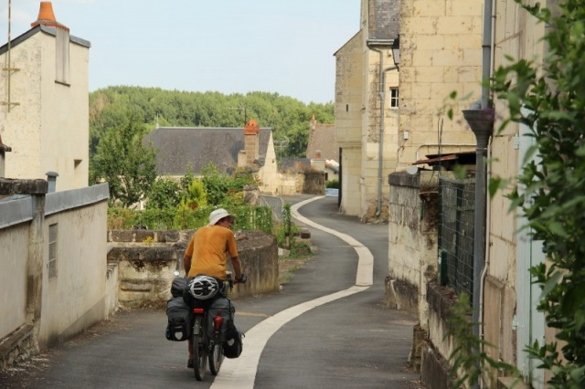 Cycling through Souzay Champigny