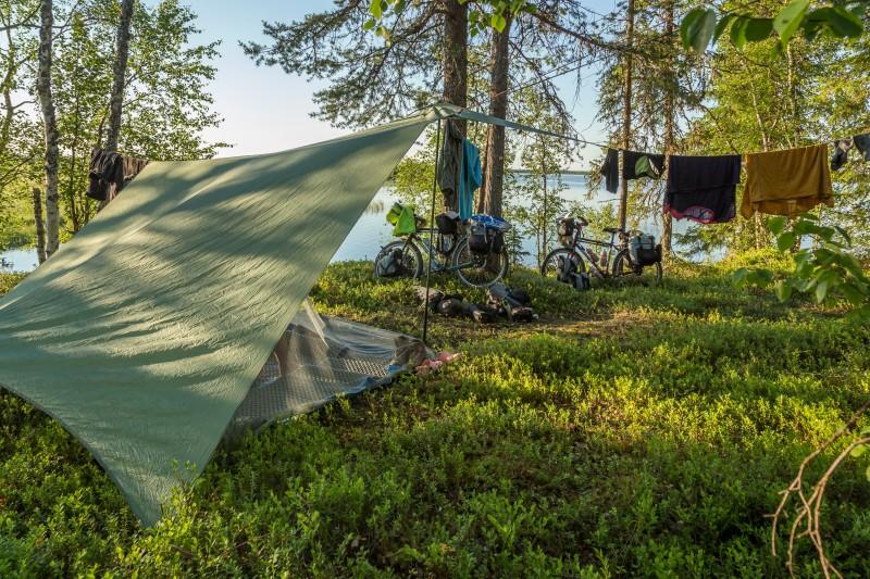 hilleberg ul 10 tarp wildcamping under tarp in the arctic circle with lake view