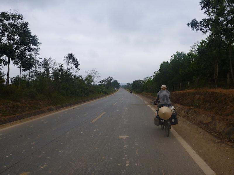 bike touring ho chi minh trail vietnam37