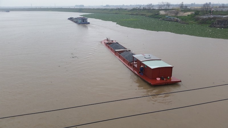 cargo barge in vietnam