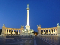 heroes_square_budapest_night