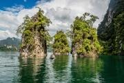 chiew lan lake 3 rocks and boat