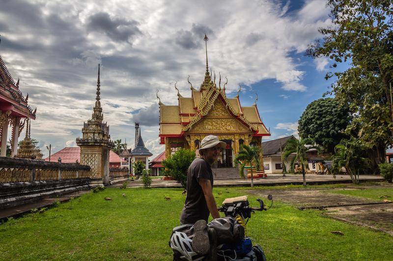ron and baan ta kun temple