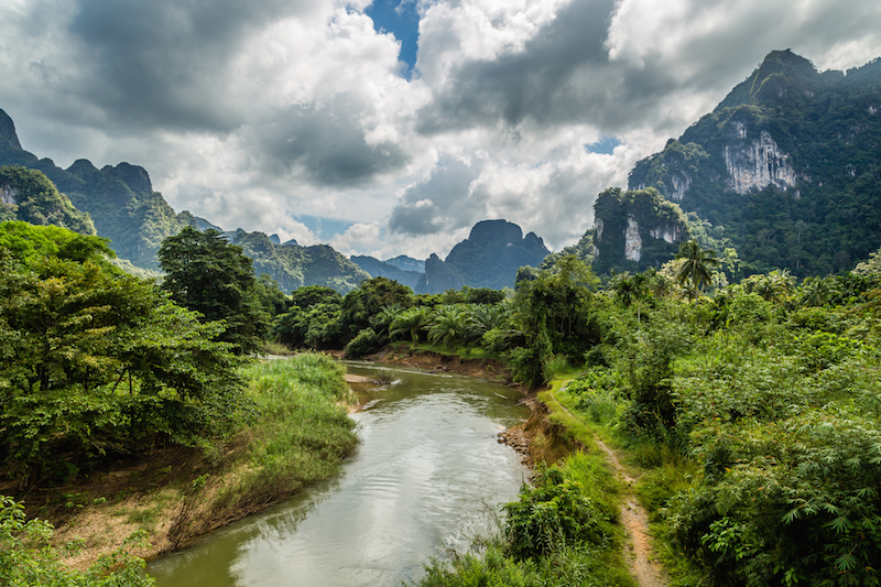 thai river and mountains view