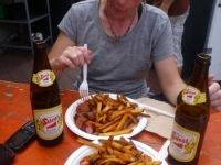eating_curry_wurst