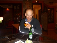 erik_drinking_beer_meknes