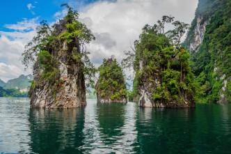 chiew-lan-lake-3-rocks