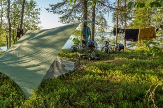 hilleberg-ul-10-tarp-wildcamping-under-tarp-in-the-arctic-circle-with-lake-view